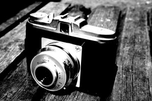 old_camera_in_black_and_white_by_elizabethtown60b-d2y2kbq